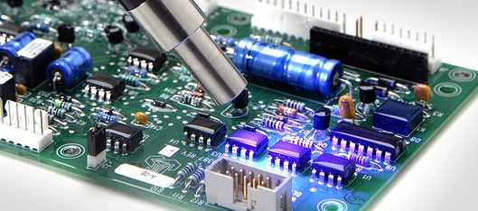 Machine accurately applying conformal coatings to specific area